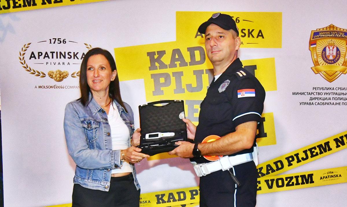 Apatinska pivara donacijom alkometara      pomaže Upravi saobraćajne policije u efikasnijem radu i edukaciji svih učesnika u saobraćaju