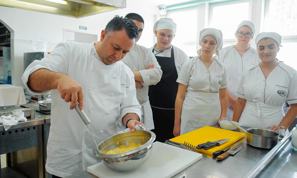 Gastronomski časovi italijanskog kuvara u Srednjoj turističkoj školi u okviru Nedelje italijanske kuhinje