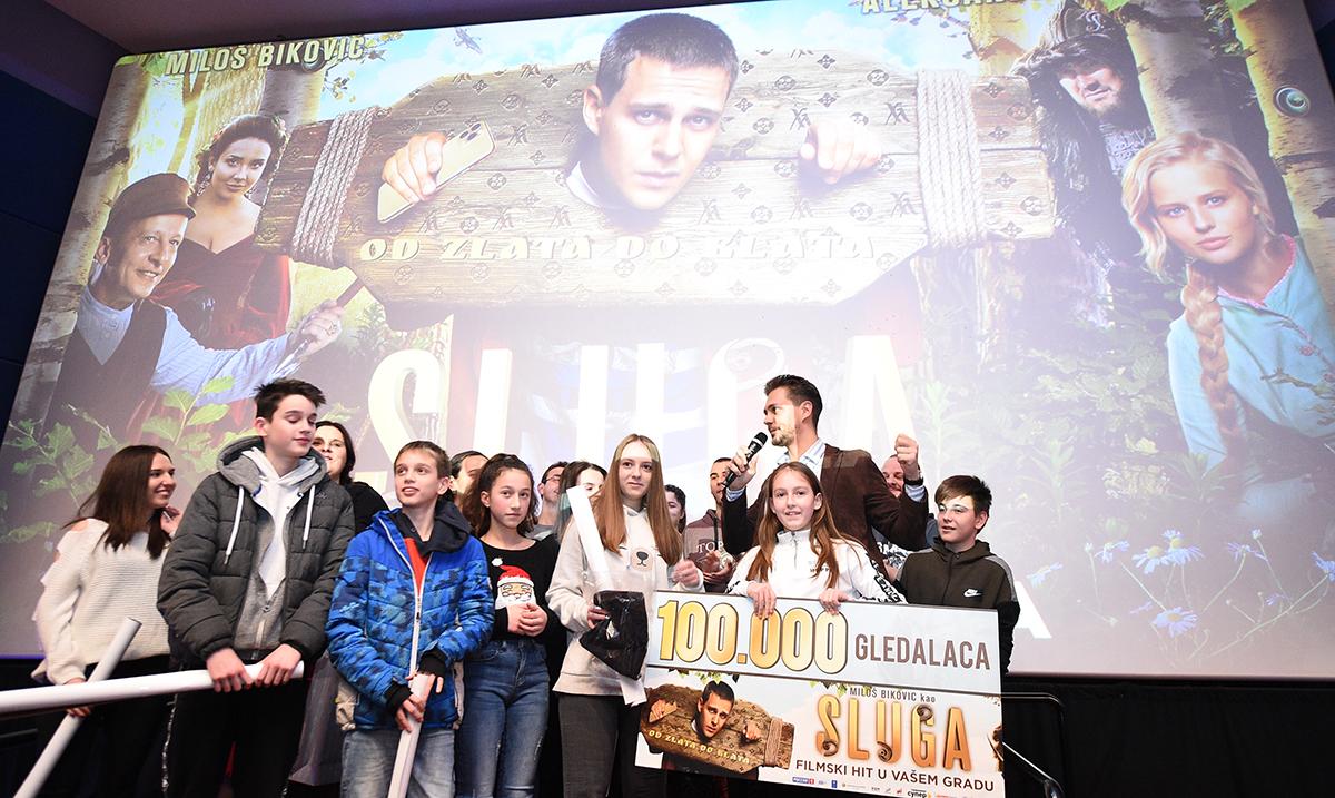 """Miloš Biković proslavio uspeh filma """"Sluga"""" sa publikom"""