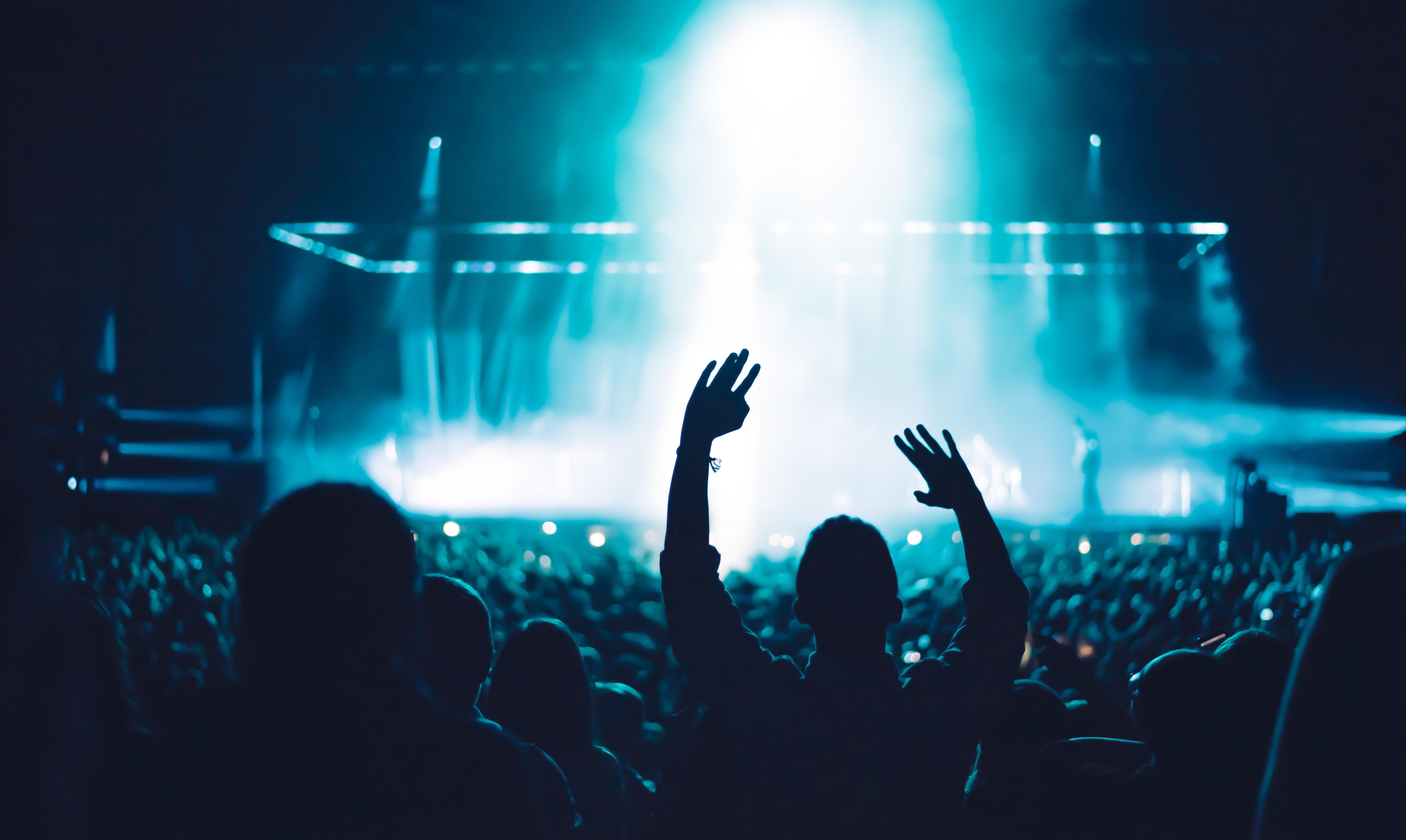Velika Britanija planira povratak masovnih okupljanja, koncerata i festivala u punim kapacitetima od 21. juna!
