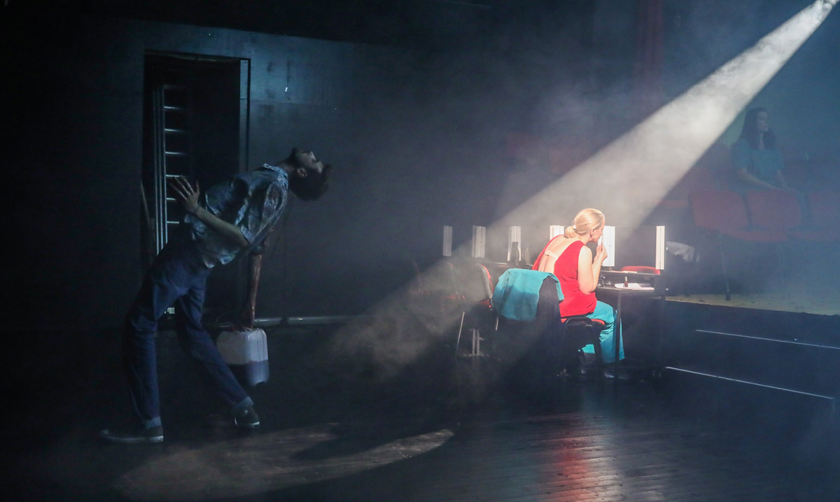 """Izuzetan uspeh predstave """"Nije to to"""" nastale u saradnji Beogradskog dramskog pozorišta sa SARTR-om iz Sarajeva, Zetskim domom s Cetinja i Međunarodnim teatarskim festivalom MESS"""