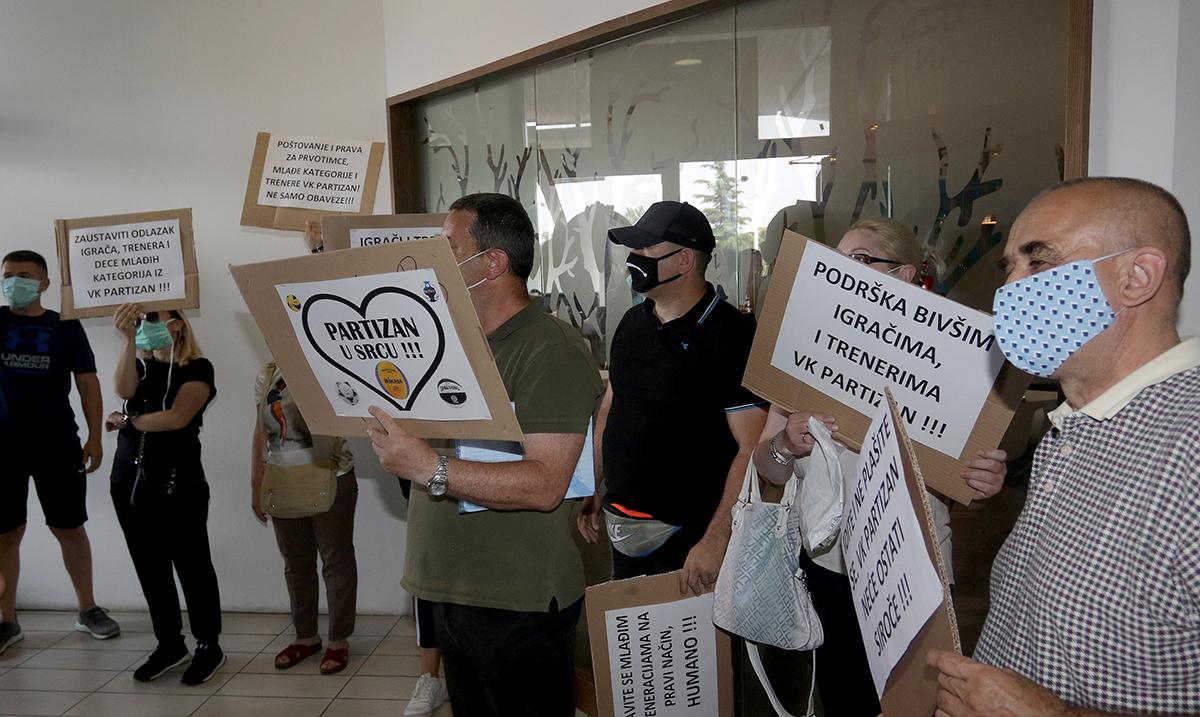 Roditelji prekinuli konferenciju Partizana, uprava krivi Šoštara