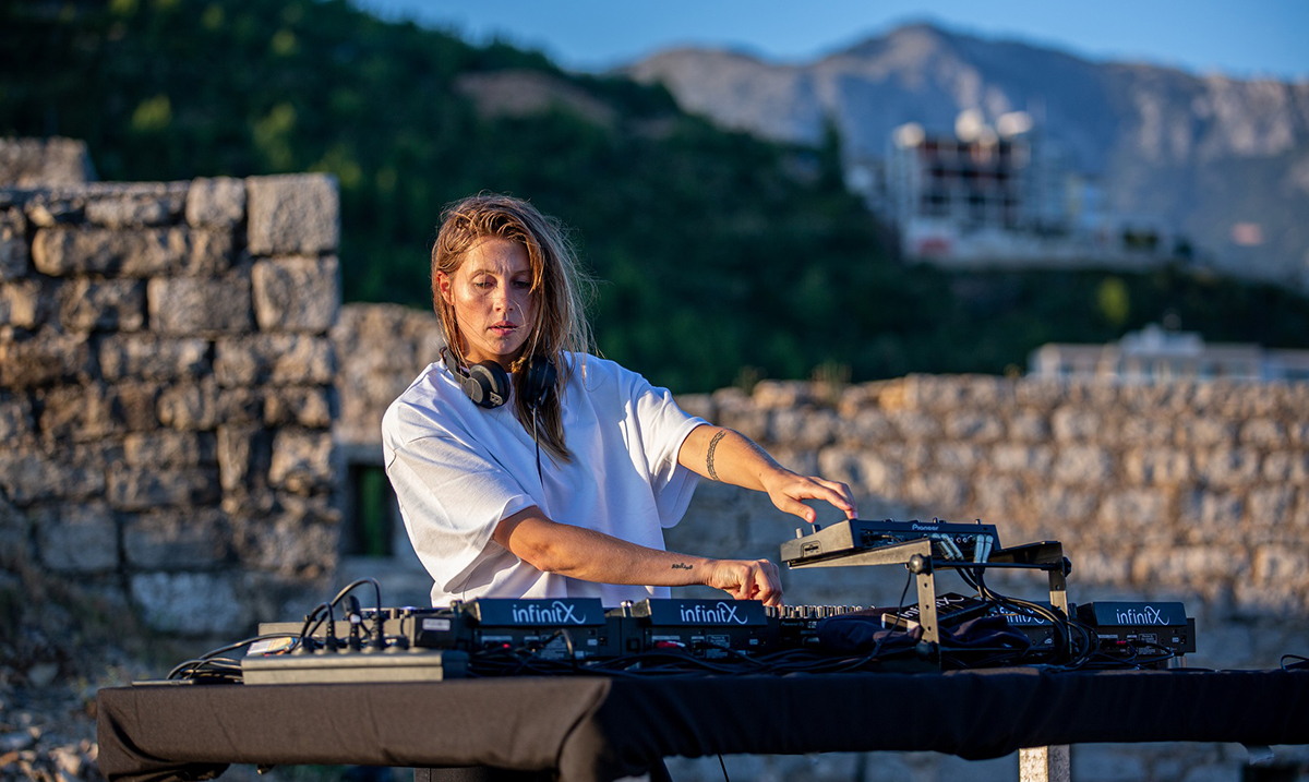 Ne propustite online nastup svetski poznate zvezde Charlotte de Witte