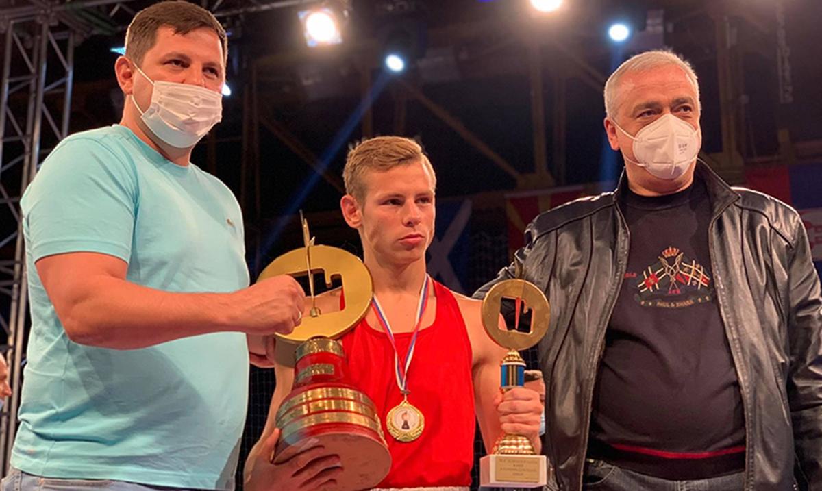 Vojvođanska zlatna rukavica u znaku Stefana Camovića