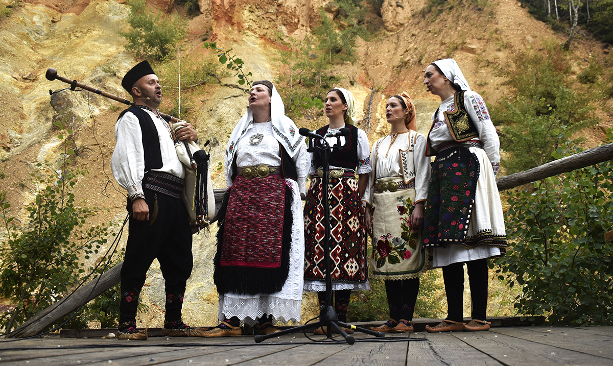 Koncert Pjevačke družine Svetlane Spajić i Bokana Stankovića: Online jedinstveno iskustvo na lokalitetu Đavolje Varoši