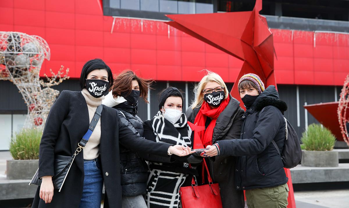 U okviru Avon akcije Reci NE nasilju nad ženama Grupi Novinarke protiv nasilja uručena Nagrada za žensku hrabrost